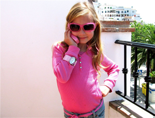 fashinista world traveling pink phone, sun glasses, Spain, beauty, girl, tween