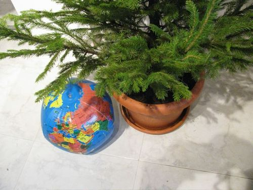 world globe christmas tree