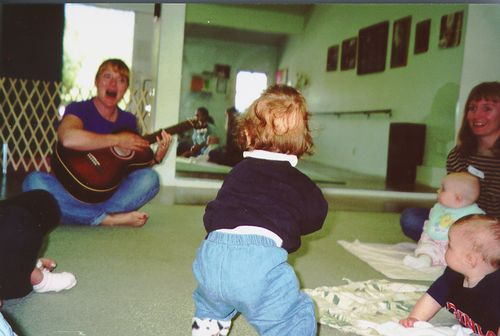 Baby standing at 5 months old, clapping in Musictogether class