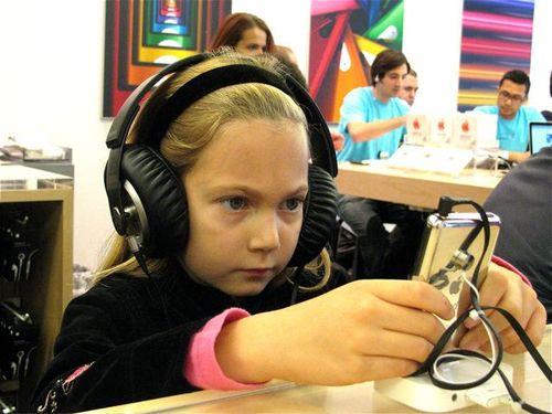 girl apple store iphone digital nomad world traveler education mac