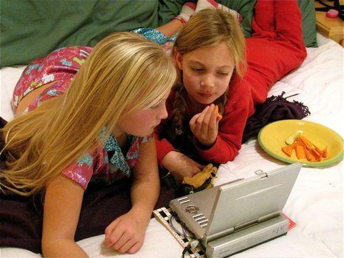 PJ party Spain, globe trotting, location independent, global nomad kids! TCK,
