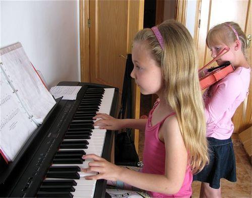 music, piano, violin, 2 girls, Spain, globe trotting, location independent, global nomad kids! TCK,