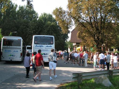 family travel seeing cruise ship crowds and buses- how to avoid this & have more fun for less