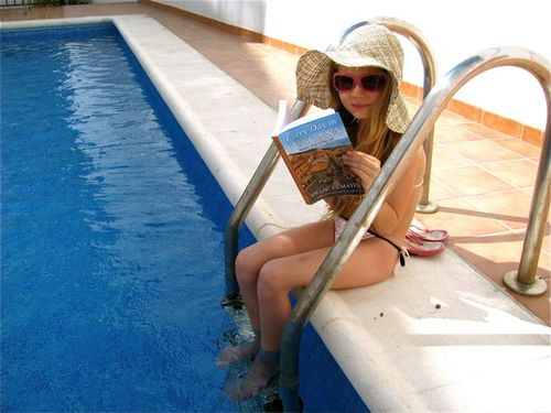 girl in pool reading book, summer reading, Every Day in Tuscany by Mayes