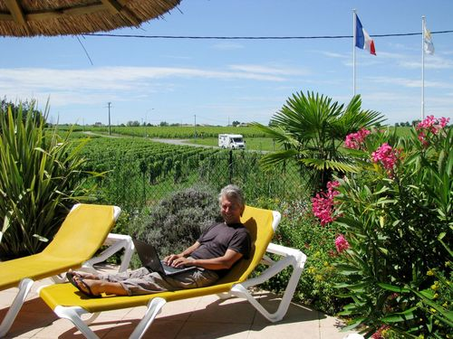 Early retirement and perpetual travel in Bordeaux, France