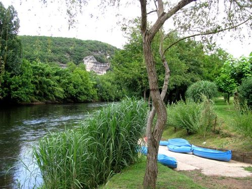 family travel adventure- canoeing in Dordogne France