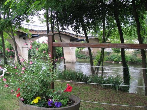 famiily travel Dordogne France by a lazy river to canoe