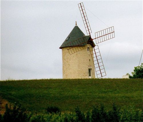 yes, they have windmills in France too!