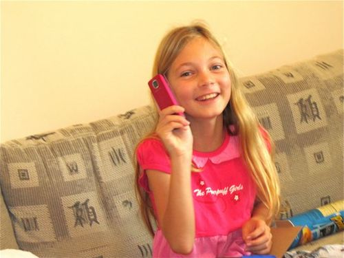 tween and her new pink phone for christmas