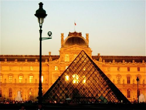 louvre at sunset photo family travel paris