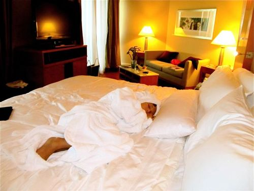 catnap kiddo luxurating at Fairmont Singapore