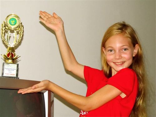 Chinese School Trophy Girl  American winning English Elocution Competition