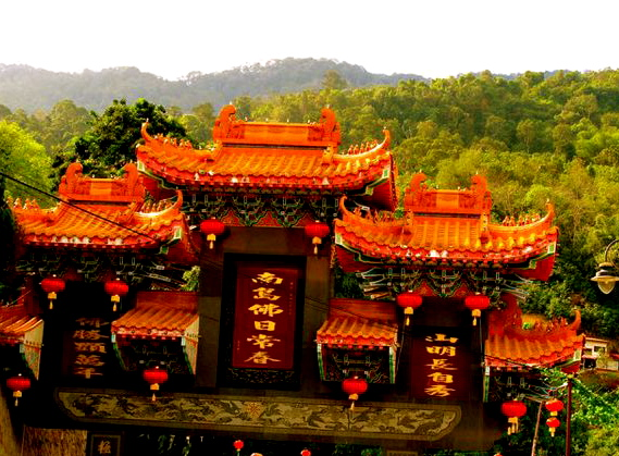Magical and stunning Kek Lok Si 新年快乐  largest Buddhist Temple in SE Asia