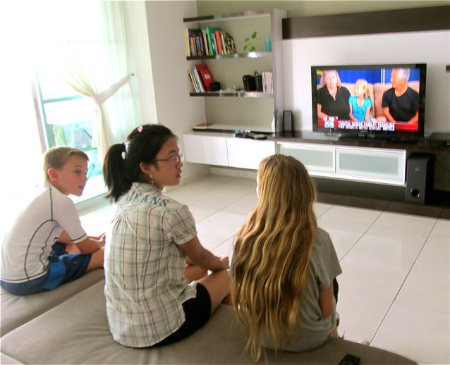 digital nomad kid shares her world TV interviews with friends in Asia