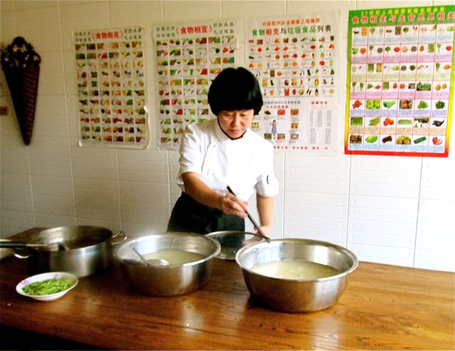 serving delicious, nutritious organic TCM food at Chinese school in Beijing