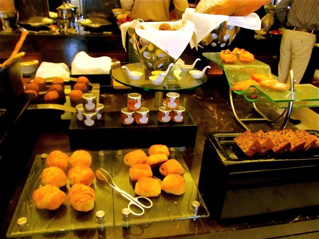 Fairmont Peace Hotel breakfast buffet