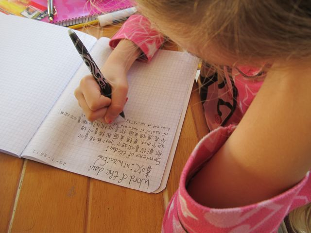 growing up bilingual or trilingual - our blond girl writing Mandarin