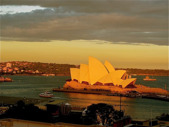Visiting Australia and the stunning Sydney Opera House at sunset