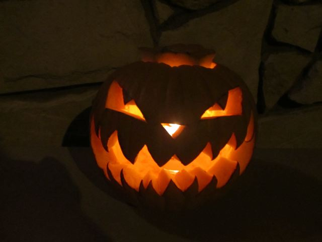 scary halloween pumkin carved to greet the trick or treaters