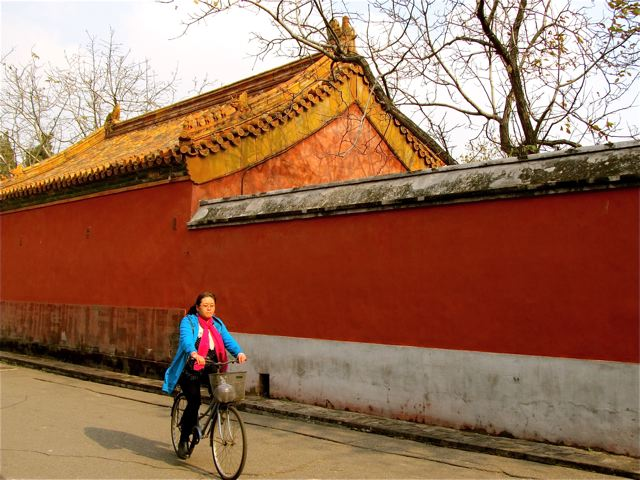 Bicycle in Beijing near an ancient temple