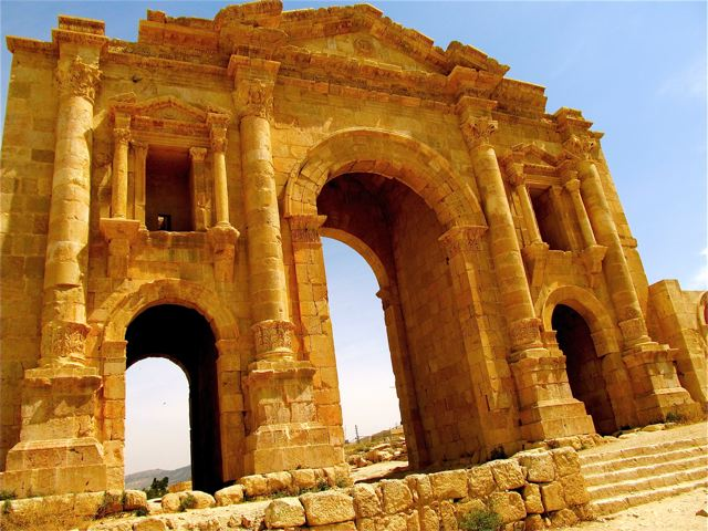 Best places to visit Roman and Greek ruins, like this in Jerash!