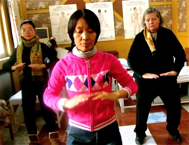 Traditional Chinese Medicine in China - doing Qigong with top expert Dr. Xu Hongtao