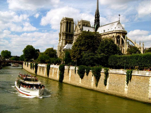 Paris boat and Notre Dame