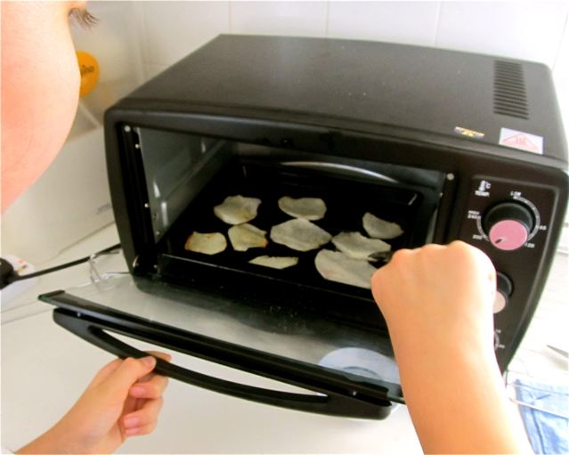 homeschool life skills like cooking,nutrition,  laundry, dishes, keeping a budget etc