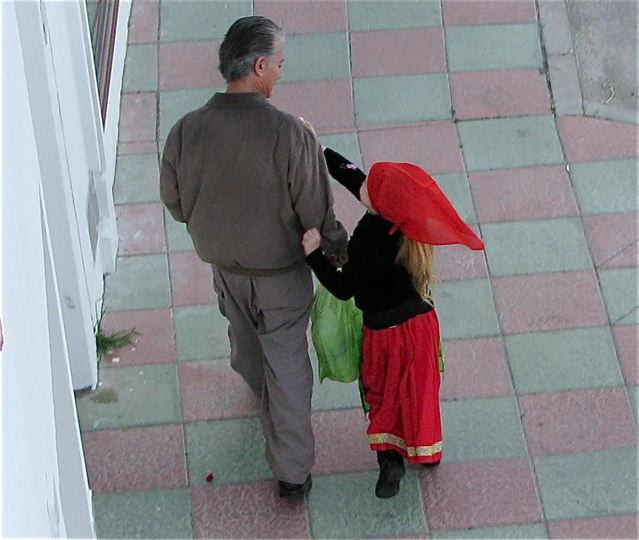 Daddy walking his daughter to school in Spain
