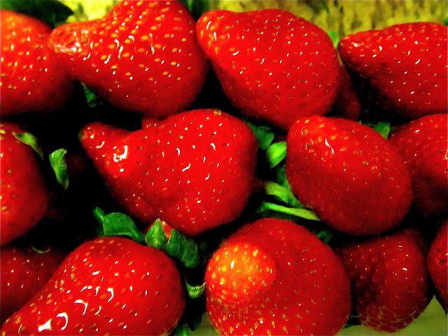 organic strawberries - Best Chocolate dippled Strawberries - Paleo/ Vegetarian recipe
