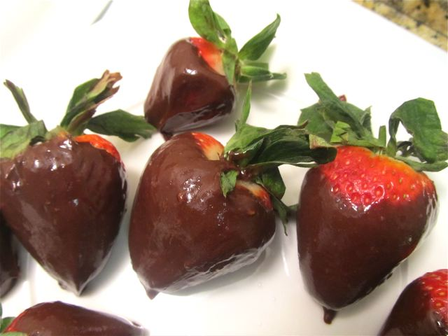 OMG delish healthy easy chocolate dipped strawberries recipe
