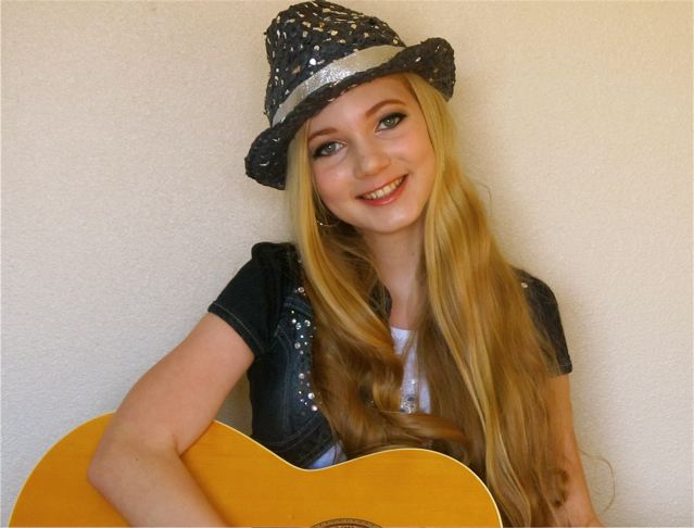 beautiful teen singer Mozart