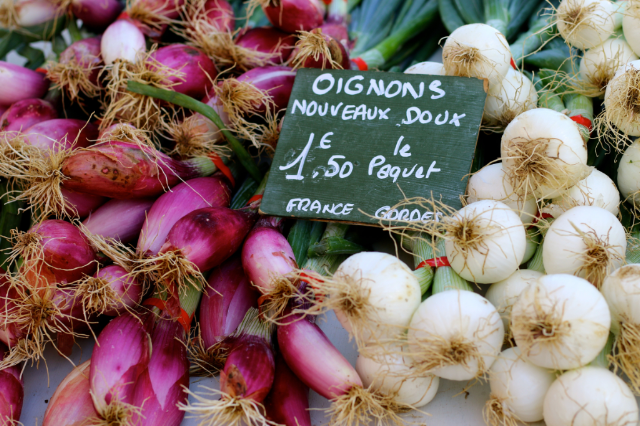 onions french  Best Provence Farmers' Market - Coustellet