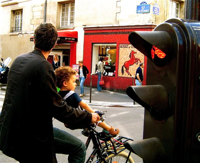 Hidden Paris, Local Color