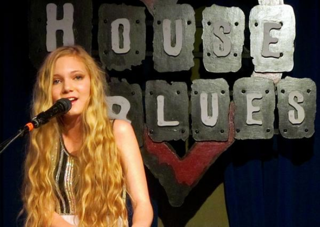 Mozart Sings at the House of Blues- beautiful blonde teen with the voice of angel