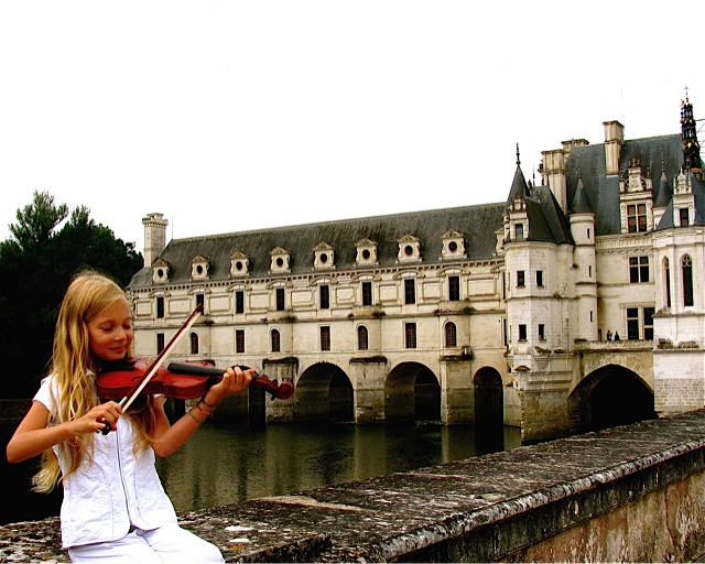 Mozart playing violin at Chenonceau Chateaux in Loire Valley