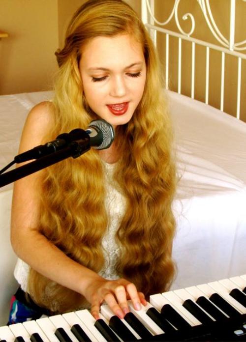 beautiful teen Mozart singing and at piano at 13