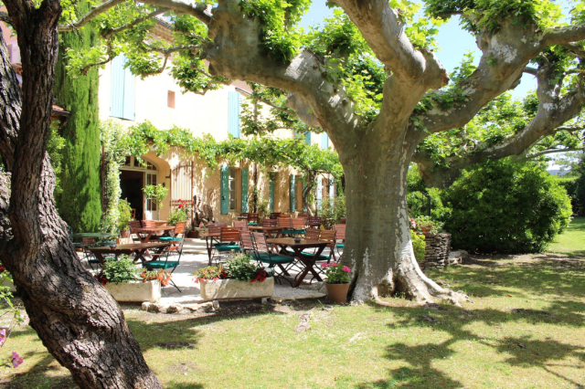 Le Mas des Grès hotel and restaurant in Luberon Provence