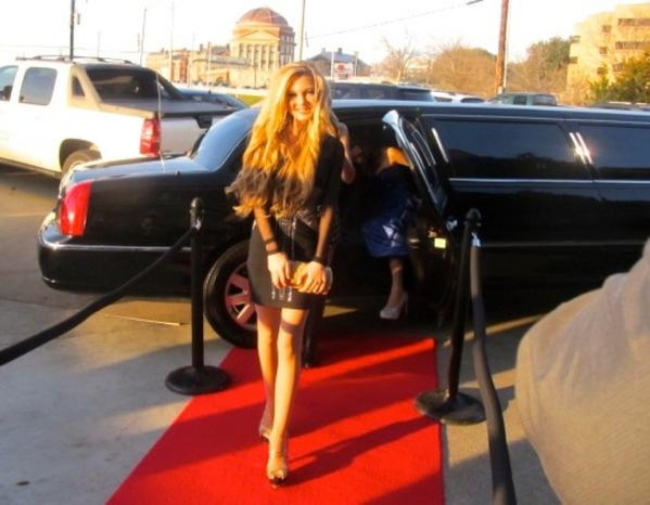 Teen Singer Mozart stuns the crowd on the red carpet Grammy weekend